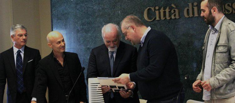 consegna del premio Visioni ad Antonio Ricci